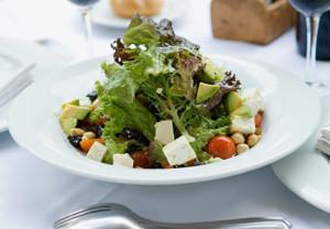 Ensalada de verduras y tofu